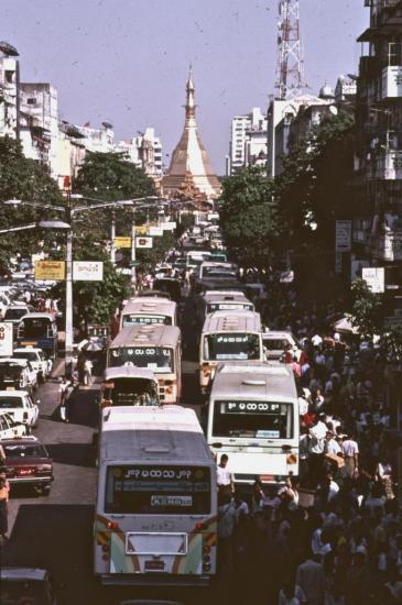 YANGON : la pagode SULE en 2002
