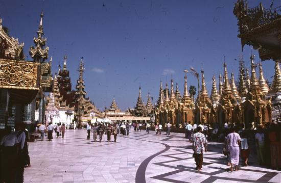 YANGON : la mythique pagode SHWEDAGON