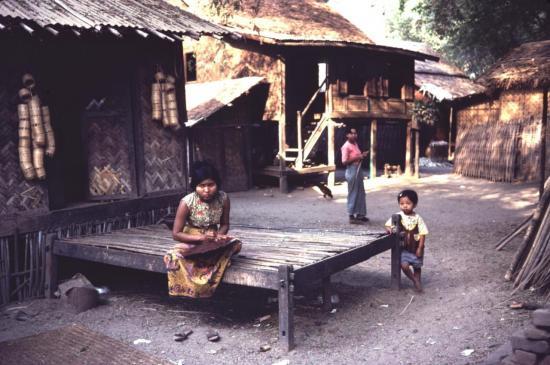 PAGAN les petits villages de fabriques de laque