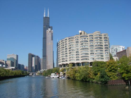 CHICAGO : la Willis tower au bord de la Chicago River
