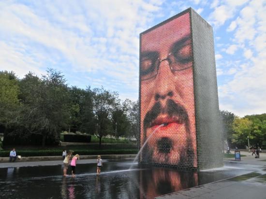 CHICAGO : la Crown Fountain : magnifique et ludique