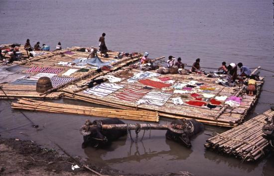 les rives de l'IRRAWADY à MANDALAY en 1981