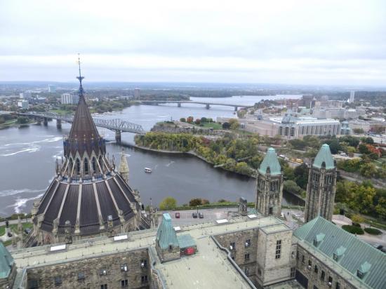 CANADA : OTTAWA : vue depuis la tour du Parlement