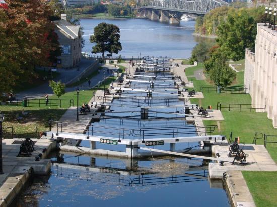 CANADA : OTTAWA : les fameuses écluses du canal Rideau
