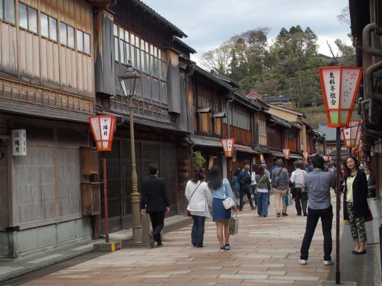 KANAZAWA : rue à HIGAHI CHAYA