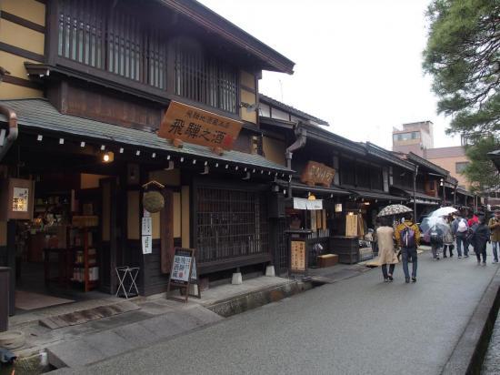 TAKAYAMA : rue commerçante dans la vieille ville