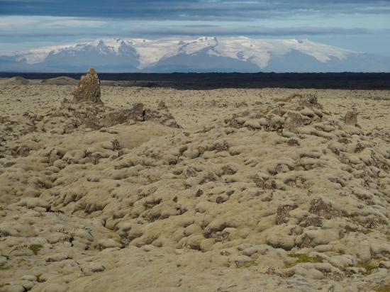 Champ de lave de Eldhraun et au fond le Vatnajökull