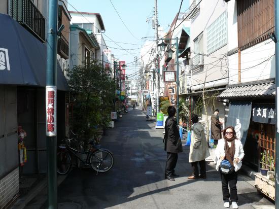 Petite rue tranquille à ASAKUSA