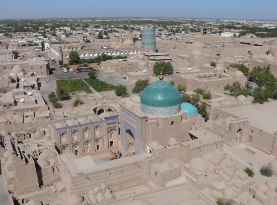 KHIVA : vue de l'Ichan-Qala depuis le haut du minaret Islam Hodja