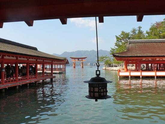 Le sanctuaire d' ITSUKUSHIMA : un sanctuaire sur pilotis.