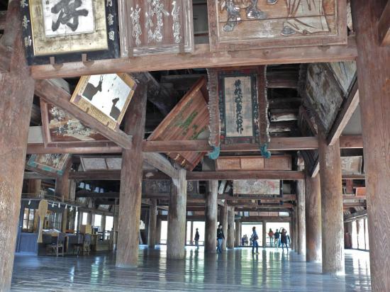 Le SENJOKAKU : tout en bois naturel : on s'y sent serein.
