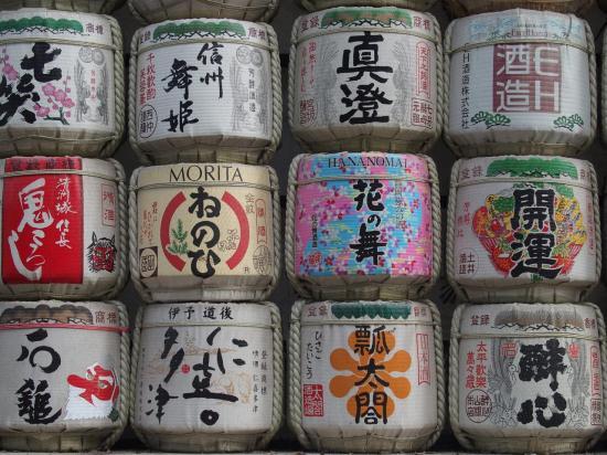 Offrandes de saké au sanctuaire Meiji