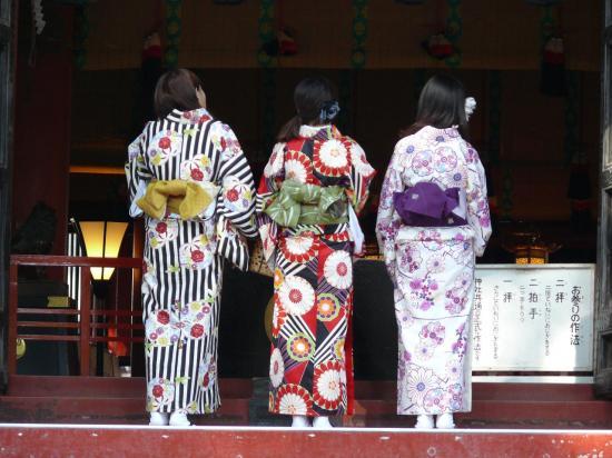 Femmes en kimono à NIKKO