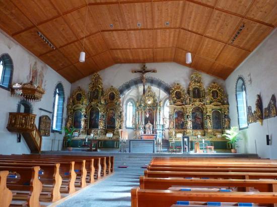 L'intérieur des églises et chapelles est très baroque - voire rococco.